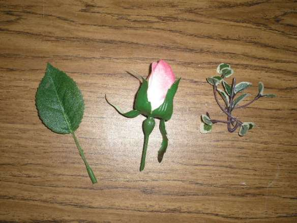 1 Rose Bud, 1 Leaf, 1 Small Piece variegated green