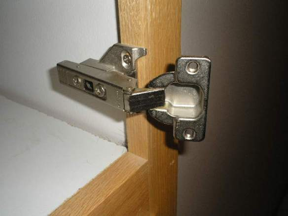 Hinge stays in place.  Only door is removed.