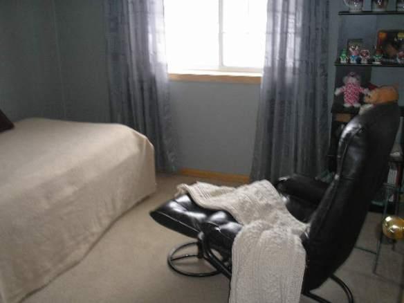 Artzzle feature, small bedroom arrangement