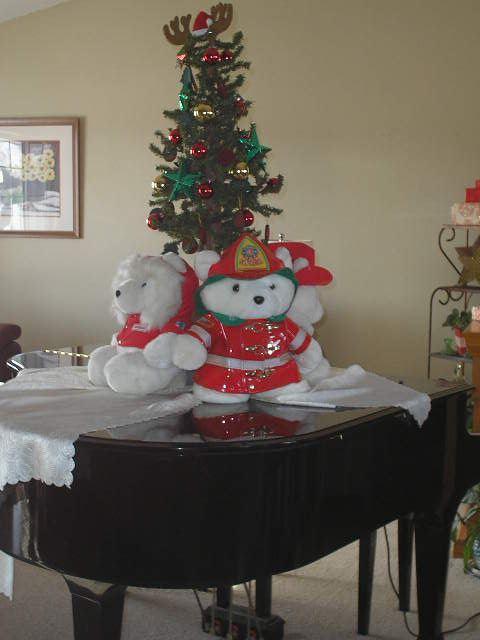 Christmas Decorating at Artzzle